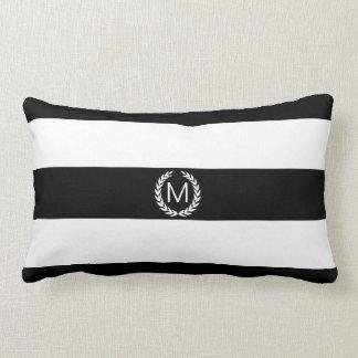 Listra preta & branca com monograma da grinalda do travesseiros