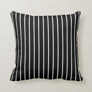 Listrado preto e branco reversível travesseiro