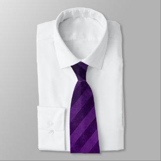 Listras roxas desvanecidas gravata