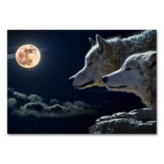Lobos brancos que urram no cartão da mesa da Lua