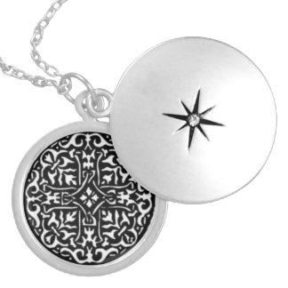 Locket do espírito colar banhado a prata