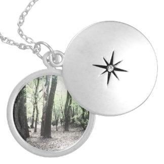Locket místico das madeiras colar banhado a prata