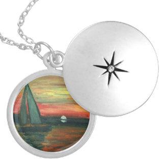 Locket original com imagem do veleiro para dentro colar banhado a prata