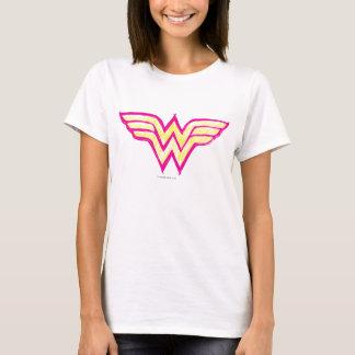 Logotipo cor-de-rosa da mulher maravilha e amarelo t-shirt