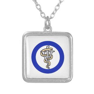 Logotipo veterinário colar com pendente quadrado