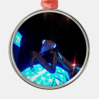 louva-a-deus praying do metal - 1.jpg ornamento redondo cor prata