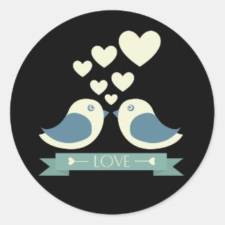 Lovebirds e corações pretos & amor azul do adesivo