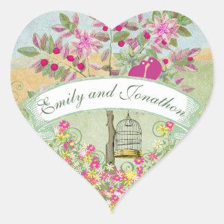 Lovebirds que sentam-se em um selo do casamento da adesivo coração
