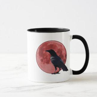 Lua do sangue com caneca do corvo