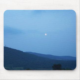 lua sobre o tapete do rato das montanhas mousepad