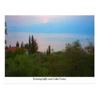 Luz da noite sobre o lago Como Cartão Postal