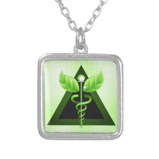 Luz - símbolo verde da medicina alternativa do colar banhado a prata