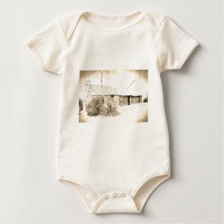 Macacãozinho Para Bebê Planta da mandioca do vintage com casa de um só
