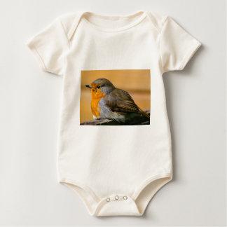 Macacãozinho Para Bebês Pássaro do pisco de peito vermelho na cerca