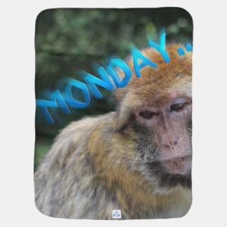 Macaco triste sobre segunda-feira cobertor para bebe