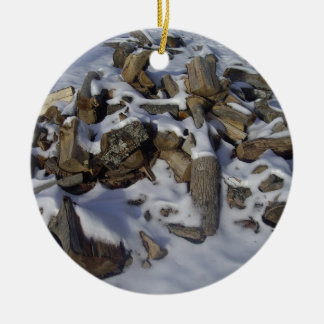Madeira nevado do fogo ornamento de cerâmica redondo