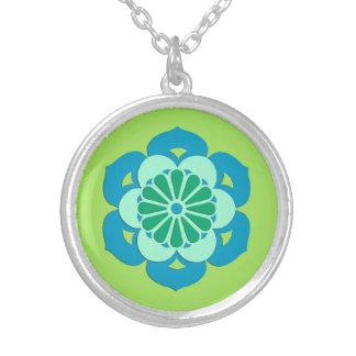 Mandala da flor de Lotus, verde limão e luz - azul Colar Banhado A Prata