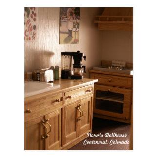 Manhã em uma cozinha da casa de boneca cartão postal