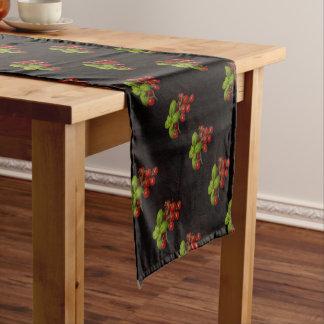 Manjericão dos tomates de cereja caminho de mesa pequeno
