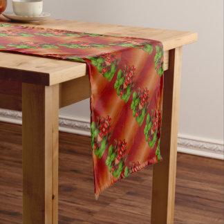 Manjericão vermelha dos tomates de cereja caminho de mesa pequeno