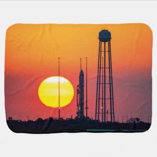 Manta Para Bebe Lançamento do nascer do sol da NASA Antares Rocket