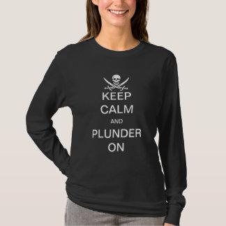 Mantenha a calma & a pilhagem sobre tshirts