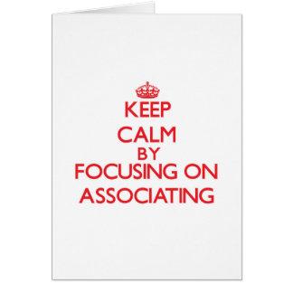 Mantenha a calma centrando-se sobre a associação cartoes