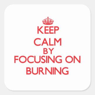 Mantenha a calma centrando-se sobre a queimadura adesivo