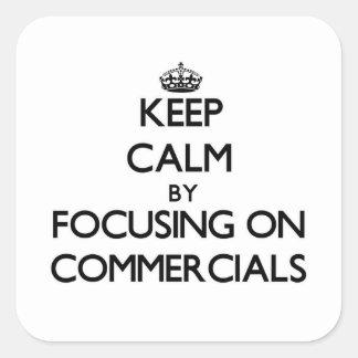 Mantenha a calma centrando-se sobre anúncios publi adesivo quadrado