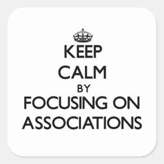 Mantenha a calma centrando-se sobre associações adesivo em forma quadrada