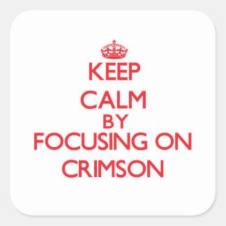 Mantenha a calma centrando-se sobre carmesins adesivo quadrado