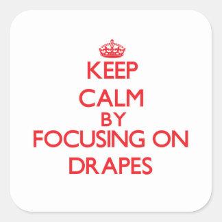 Mantenha a calma centrando-se sobre Drapes Adesivo Quadrado