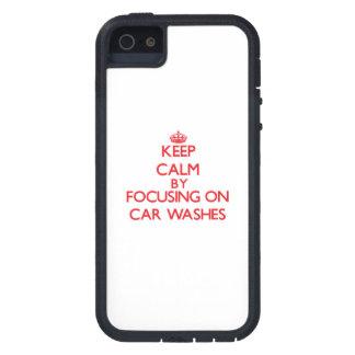 Mantenha a calma centrando-se sobre lavagens de iPhone 5 capas