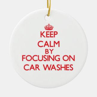 Mantenha a calma centrando-se sobre lavagens de ornamento para arvores de natal