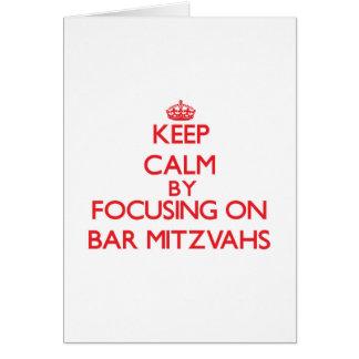 Mantenha a calma centrando-se sobre o bar Mitzvahs Cartao