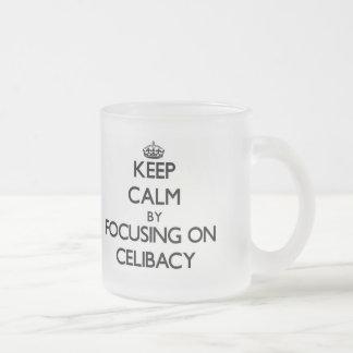 Mantenha a calma centrando-se sobre o celibato caneca de vidro fosco
