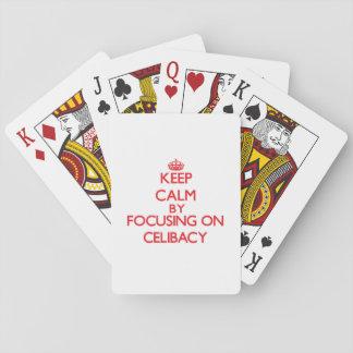 Mantenha a calma centrando-se sobre o celibato jogo de cartas