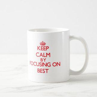 Mantenha a calma centrando-se sobre o melhor canecas