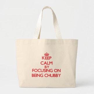 Mantenha a calma centrando-se sobre ser carnudo bolsas para compras