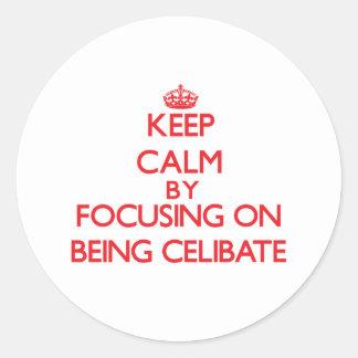 Mantenha a calma centrando-se sobre ser celibato adesivos