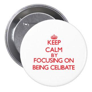 Mantenha a calma centrando-se sobre ser celibato boton