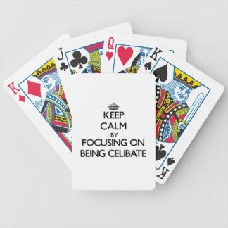 Mantenha a calma centrando-se sobre ser celibato baralho de cartas