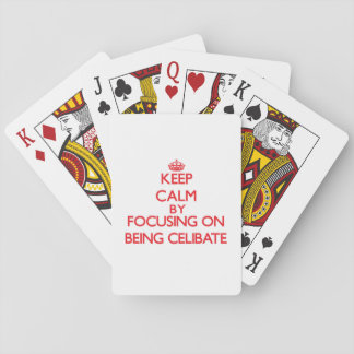 Mantenha a calma centrando-se sobre ser celibato jogos de baralhos