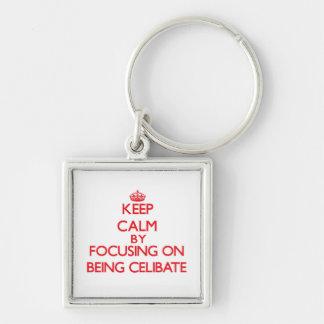 Mantenha a calma centrando-se sobre ser celibato chaveiros
