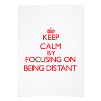 Mantenha a calma centrando-se sobre ser distante convites personalizados
