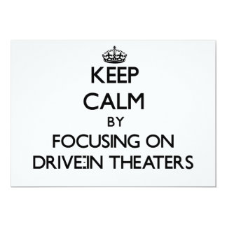 Mantenha a calma centrando-se sobre teatros do convite 12.7 x 17.78cm