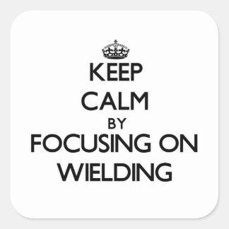 Mantenha a calma centrando-se sobre Wielding Adesivos Quadrados