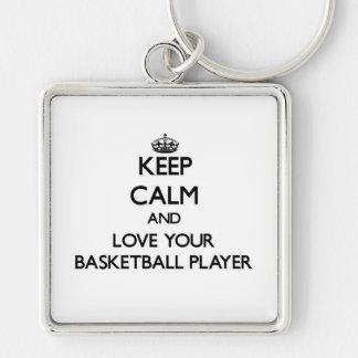 Mantenha a calma e ame seu jogador de basquetebol chaveiro quadrado na cor prata