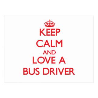 Mantenha a calma e ame um condutor de autocarro cartao postal