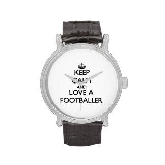 Mantenha a calma e ame um jogador de futebol relógio